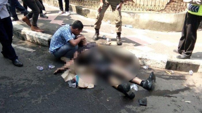 Peluk dan Beri Minum Polisi yang Terbakar di Cianjur, Ridwan: Bapak Itu Kasihan Mengerang Kesakitan