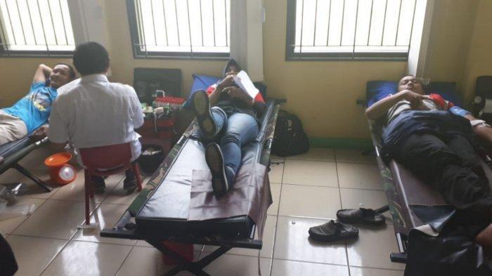Hari Buruh Sedunia, Buruh dan Polisi Gelar Donor Darah Hingga Mancing Bareng