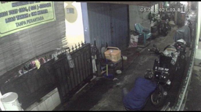 Terekam CCTV Membawa Kabur Yamaha Nmax, Polisi Memburu Pelaku