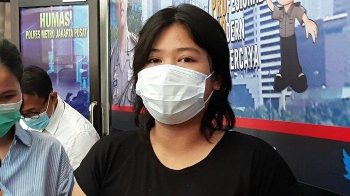MA (21), sosok perempuan yang bermesum di Halte Bus dekat SMKN 34 Jakarta berhasil diamankan jajaran Polres Metro Jakarta Pusat, Senin (25/1/2021).