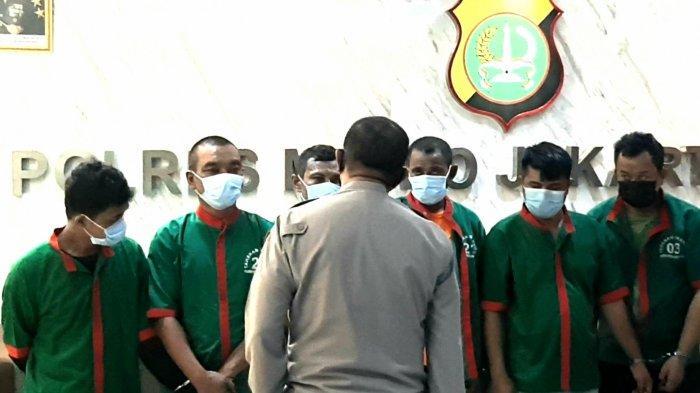 Hukuman Berat Menanti 11 Debt Collector, Keluarga Histeris Lihat Pengepung TNI Digiring ke Tahanan