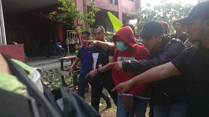 Pembunuh Driver Ojol Wanita Ditangkap, Pelaku Diteriaki Warga di TKP: Jangan Beraninya Sama Cewe!