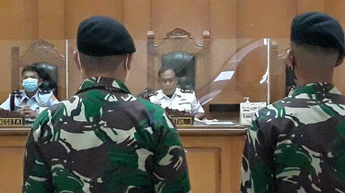 Oknum anggota TNI AD saat dihadirkan sebagai terdakwa kasus perusakan Polsek Ciracas di Pengadilan Militer II-08 Jakarta, Senin (24/5/2021).