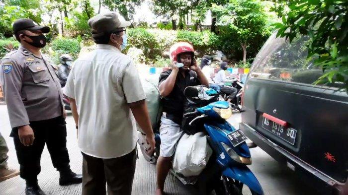 Razia tertib masker di Jalan Kebon Sereh Raya, Matraman, Jakarta Timur, Rabu (7/4/2021).