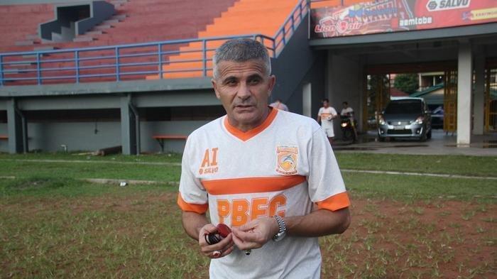 Jelang Jadwal Liga 1 2021, Mantan Pelatih Persija Jakarta dan Persib Bandung Arcan Iurie Dideportasi