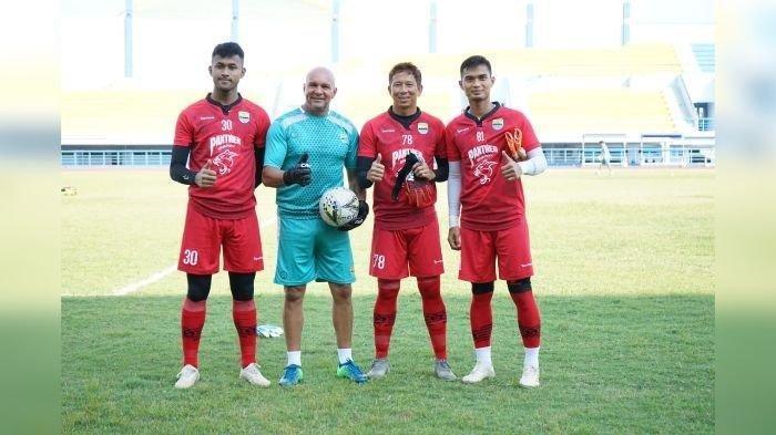 Luizinho Passos Pantau Latihan Kiper Persib Bandung dari Jarak Jauh, Butuh Waktu Pemulihan 3 Pekan