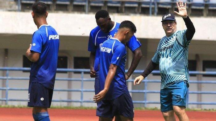 Persib Bandung Mulai Latihan Lagi Hari Ini, Begini Kondisi Para Pemainnya Menurut Rene Alberts