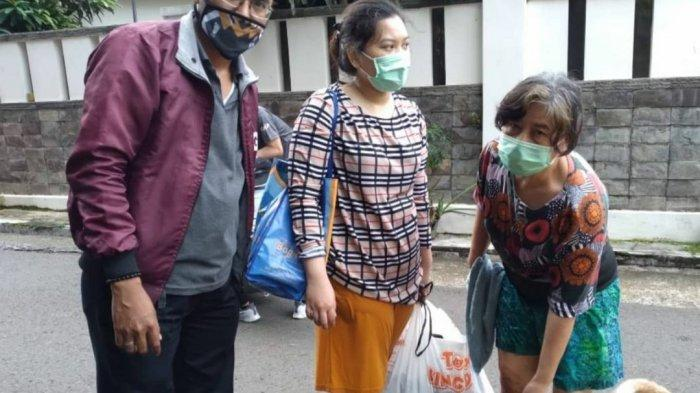 Dinas KPKP menindak lanjuti laporan warga mengenai hewan kesayangan yang terdampak banjir di Jalan Pulo Raya, Kebayoran Baru, Jakarta Selatan.