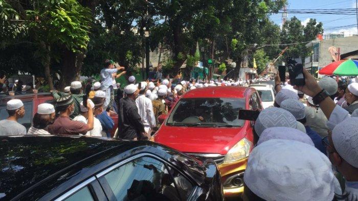 Gemuruh Salawat Sambut Kedatangan Jenazah Habib Ali bin Abdurrahman Assegaf