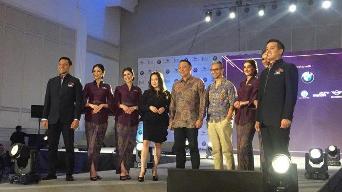 Garuda Indonesia Pamerkan Seragam Baru Para Awak Kabin, Pakai Kain Tenun Nusantara