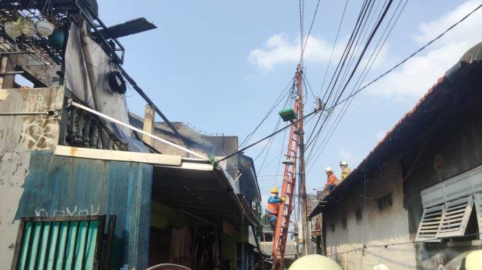 Anak Merokok di Dalam Kamar Buat Rumah di Jatinegara Hangus Terbakar