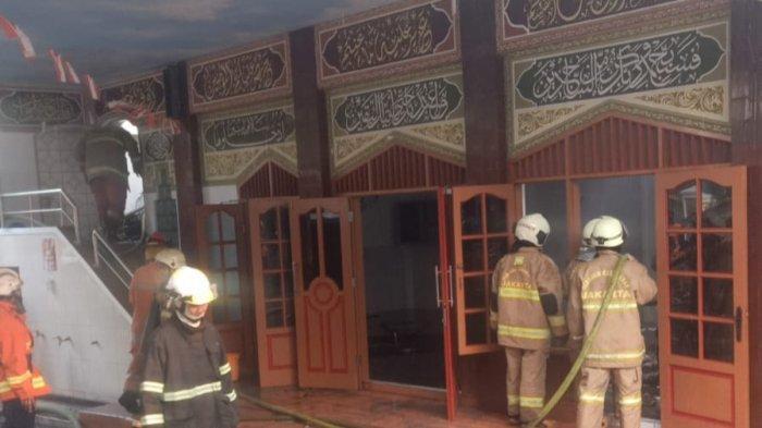 Musala di Pondok Bambu Jaktim Terbakar, Berawal Warga Dengar Ledakan di Kamar Marbot