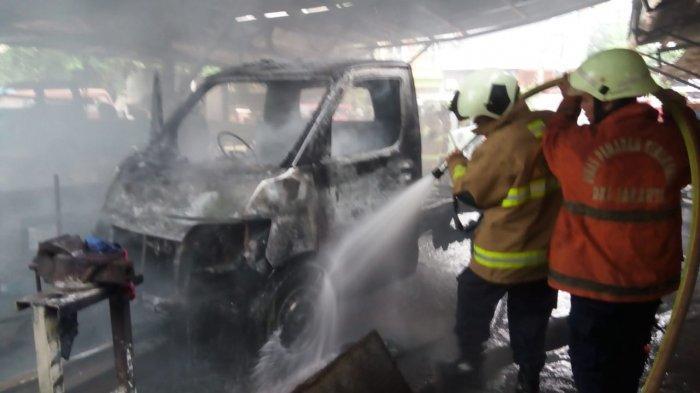 Mobil Terbakar di Pondok Indah Jakarta Selatan, Diduga Masalah Mesin