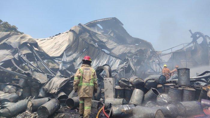 Si Jago Merah Mengamuk, Pabrik Karung di Kota Depok Hangus Terbakar