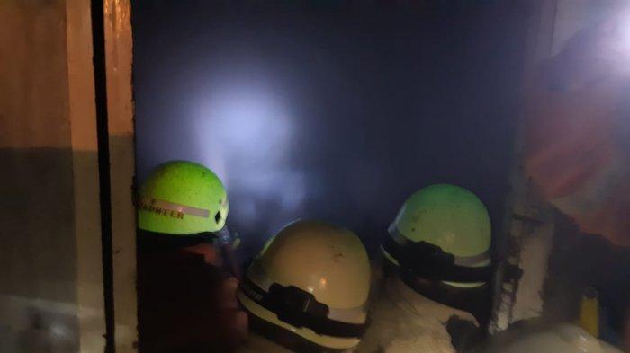 Karyawan Dengar Benda Jatuh Lalu Muncul Api, Pabrik Kue di Cibubur Hangus Terbakar
