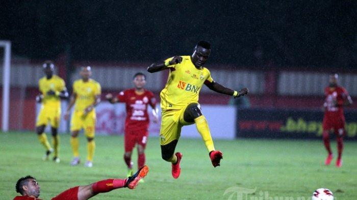 Lini Depan Persib Bandung Mandul, Ezechiel Ndouassel Malah Jadi Top Skor Liga 1 2021 Putaran Pertama