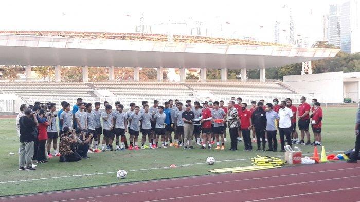 Aksi Nyentrik Pemain Timnas U-19, Shin Tae-yong Instruksikan Pemain Gunakan Kaos Kaki Beda Warna