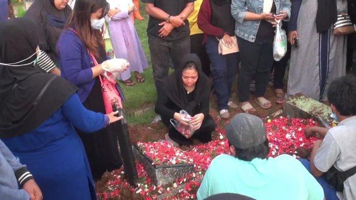 Suasana Haru Iringi Pemakaman Korban Tawuran 2 Kelompok Remaja di Kemayoran