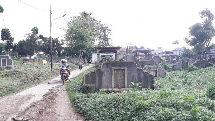 Area pemakaman Tionghoa di TPU Kebon Nanas yang jadi lokasi sejoli diamankan saat berbuat mesum di Jatinegara, Jakarta Timur, Minggu (8/11/2020). (TRIBUNJAKARTA.COM/BIMA PUTRA)
