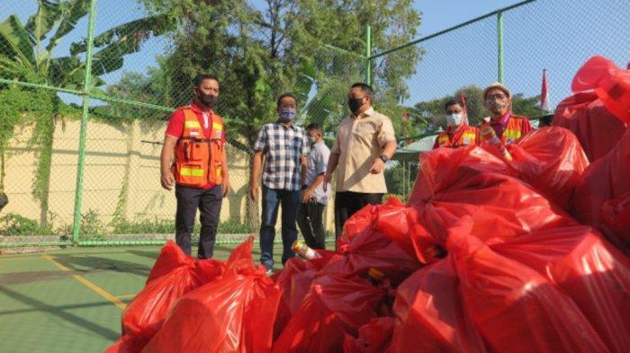 Jelang Idulfitri, 1.700 Paket Lebaran Dibagikan untuk Warga Pegangsaan Dua Kelapa Gading