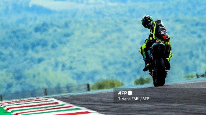 Pembalap Italia Petronas Yamaha SRT Valentino Rossi saat sesi latihan bebas untuk Grand Prix Moto GP Italia di trek balap Mugello pada 28 Mei 2021 di Scarperia e San Piero.