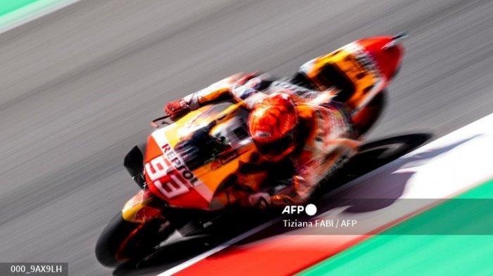 Pembalap Spanyol Tim Repsol Honda Marc Marquez mengendarai selama sesi latihan bebas untuk Grand Prix Moto GP Italia di trek balap Mugello pada 28 Mei 2021 di Scarperia e San Piero.