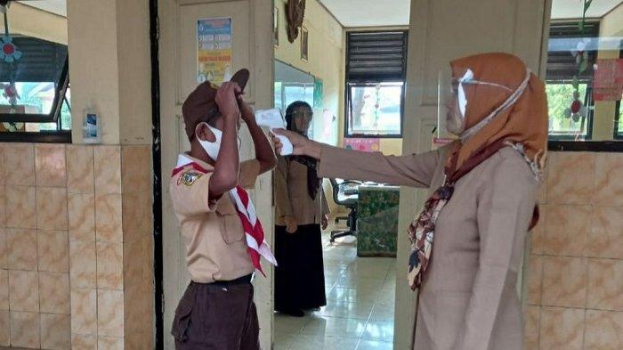 Uji Coba PTM Tahap Dua di SDN Pulau Panggang 01 Pagi, Sebagian Siswa Masih Belajar dari Rumah
