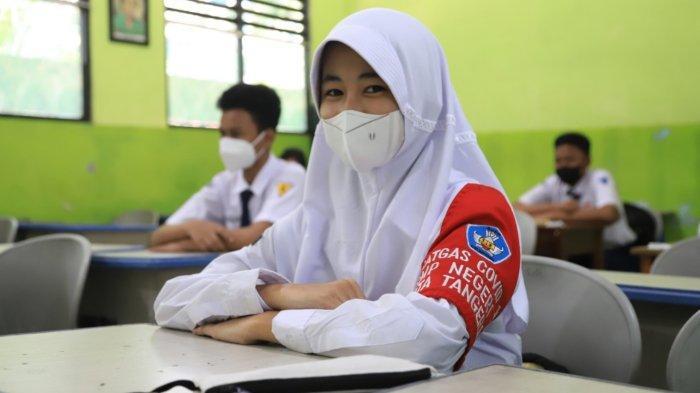 Direktur Jenderal Pendidikan Anak Usia Dini, Pendidikan Dasar dan Menengah (Dirjen PAUD Disdakmen), Kemendikbud, Jumeri meresmikan Satgas Covid-19 tingkat kelas saat Pembelajaran Tatap Muka (PTM) di Kota Tangerang, Jumat (1/10/2021).
