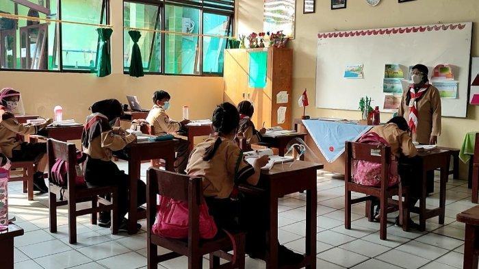 Uji Coba Belajar Tatap Muka Tahap II, Murid Senang Bertemu Teman