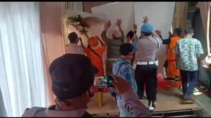 Pembubaran acara pernikahan di RW 3 Kelurahan Pondok Bambu, Duren Sawit, Jakarta Timur.