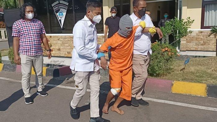 Polisi menangkap pelaku pembunuhan di Indramayu. Pelaku ditangkap di Subang.
