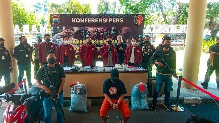 Kapolrestabes Semarang, Kombes Pol Irwan Anwar saat konferensi pers kasus pembunuhan dengan pelaku GD (17) warga Tuksari,Kledung, Temanggung, menjadi tersangka kasus pembunuhan di kos mewah Jalan Jogja nomor 26, Kota Semarang, Jumat (6/8/2021).