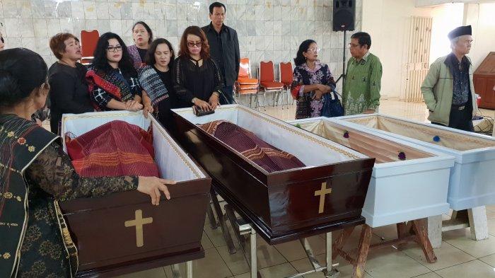 Keluarga Berencana Makamkan Satu Keluarga Korban Pembunuhan di Bekasi di Satu Liang