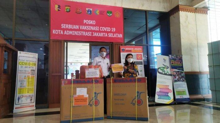 Plt Wali Kota Jakarta Selatan Apresiasi Bantuan APD dan Kursi Roda Hasil Donasi Konsumen Alfamart