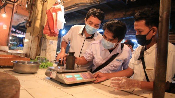 Demi Lindungi Konsumen, Pemerintah Kota Tangerang Periksa Timbangan Pedagang Pasar