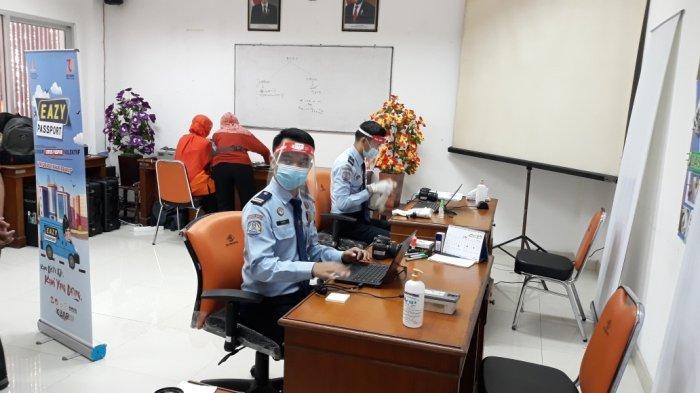 Jemput Bola Saat Pandemi Covid-19, Imigrasi Jakarta Barat Giatkan Eazy Passport