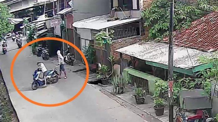 Dua orang pemuda berinisial FP (22) dan MS (21) menjadi bulan-bulanan warga usai melakukan aksi pencurian motor di Jalan Warakas Gang 21, Kelurahan Warakas, Tanjung Priok, Jakarta Utara.