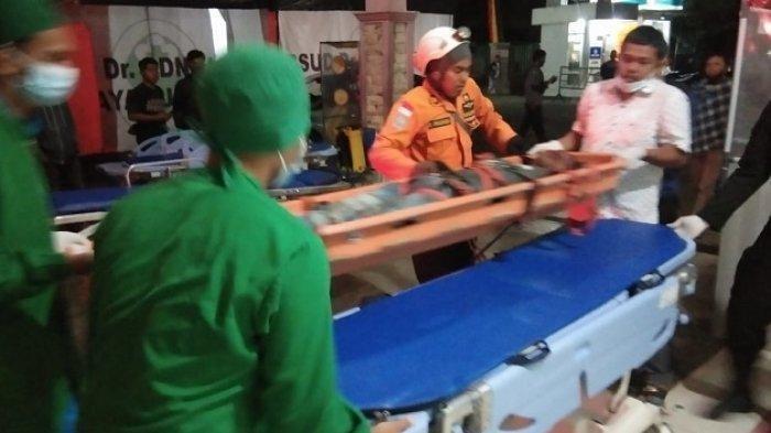 Pemuda yang tersengat listrik di Payakumbuh dilarikan ke rumah sakit daerah setempat, Selasa (22/12/2020) malam.