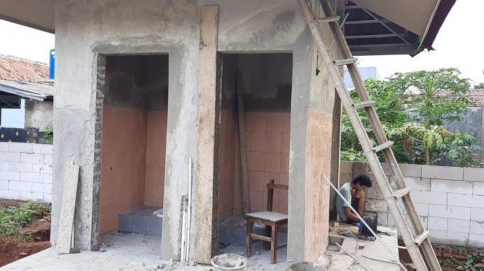 Penampakan bangunan fisik proyek pembangunan WC di SDN Mangunjaya 04 Tambun Selatan Kabupaten Bekasi seharga Rp196,8 juta.
