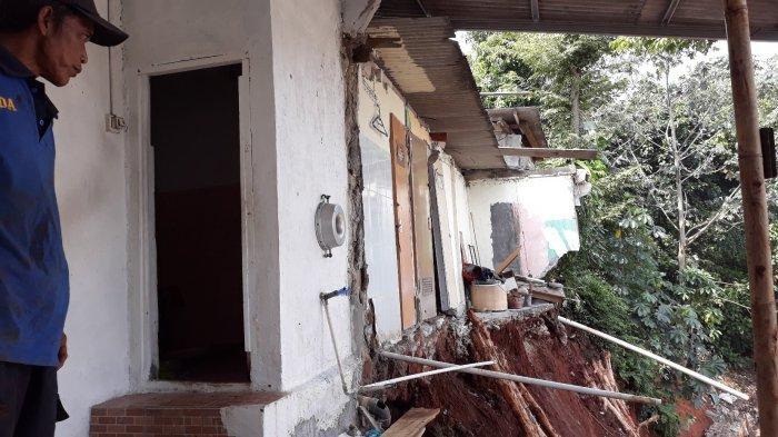 Dapur Rumahnya Ambrol, Warga Pondok Pinang: Awalnya Dengar Seperti Bunyi Ranting Jatuh