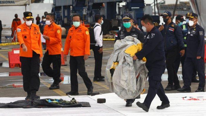 Sudah 2 Kantong Jenazah Dibawa ke RS Polri, Isinya Body Parts dan Properti Penumpang Sriwijaya Air