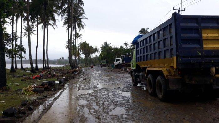 Akses Sulit Menuju Sumur Pascatsunami di Pandeglang: Licin Berbatu Hingga Lumpur Setebal 30 Cm