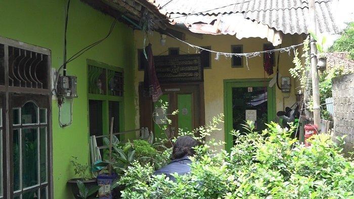 Penampakan rumah terduga teroris yang digerebek Densus 88 Anti Teror Polri di kawasan Tanjung Barat, Jagakarsa, Jakarta Selatan, Rabu (7/4/2021).