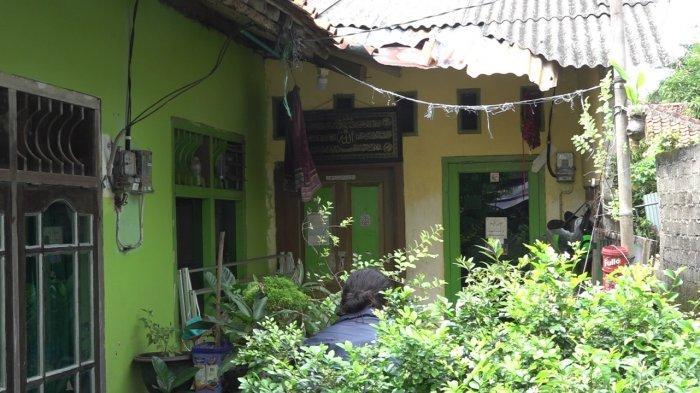 Penampakan rumah terduga teroris yang digerebek Densus 88 Antiteror Polri di kawasan Tanjung Barat, Jagakarsa, Jakarta Selatan, Rabu (7/4/2021).