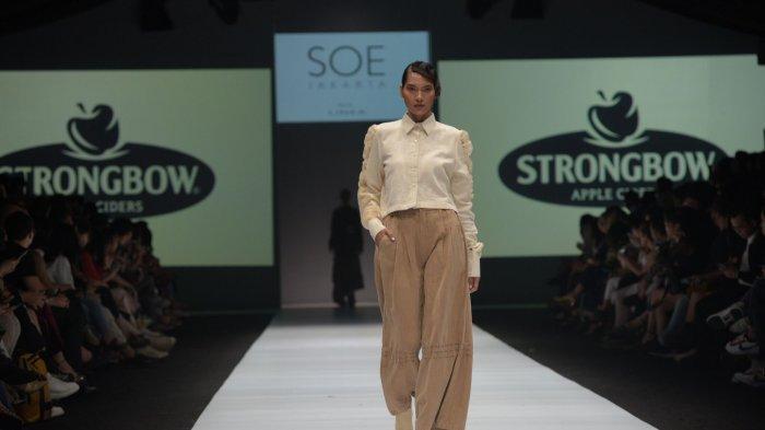 Tampilkan Elemen Alam di Jakarta Fashion Week, Strongbow Apple Cider Gandeng Desainer Muda Indonesia