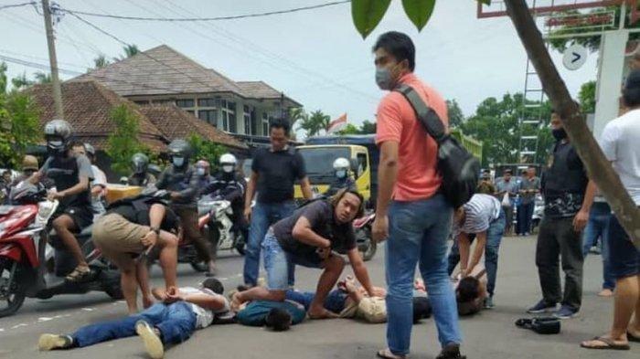 Terdengar Beberapa Kali Letusan Pistol, Video Penangkapan Rampok Rp 561 Juta Bak Adegan Film Action