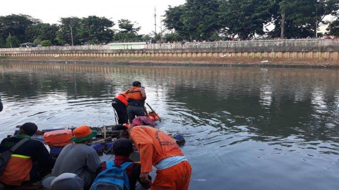 Tenggelam di Banjir Kanal Barat, Jasad Bocah 11 Tahun Ditemukan Petugas UPK Air