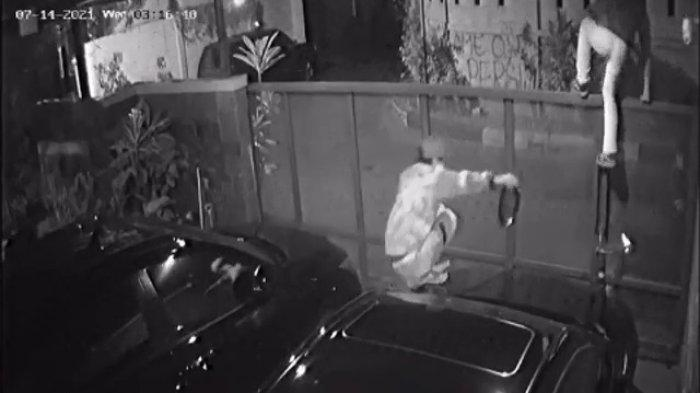 Sepasang Spion Mobil Camry di Rumah Warga Cilandak Barat Digondol Maling