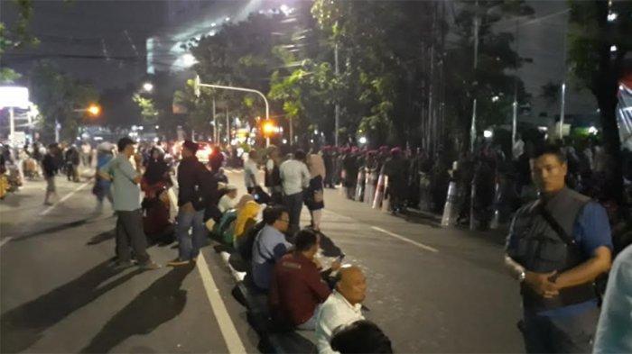 Selesai Dampingi Tim Hukum BPN, Pendukung Prabowo-Sandi Tertib Tinggalkan Mahkamah Konstitusi