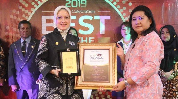 Raih Penghargaan Top Inspiring Woman Award Siti Aisyah Persembahkan untuk Masyakat